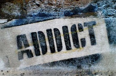 Addict Mauer gesprayt
