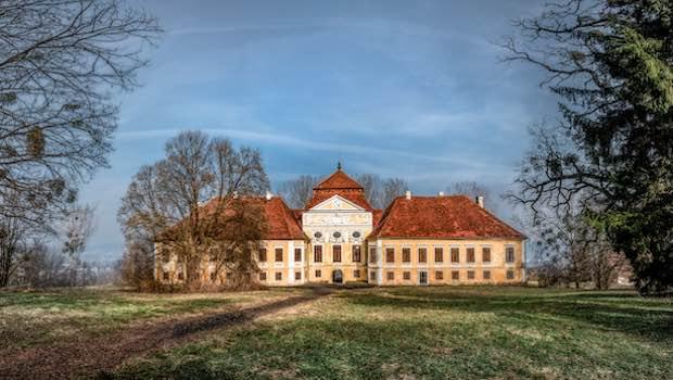 Anwesen Landhaus auf grüner Anhöhe