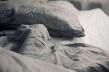 Bettzeug, zerwühlt