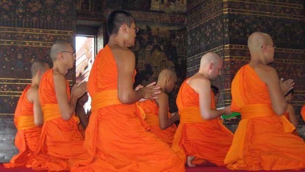 meditierende buddhistische Mönche