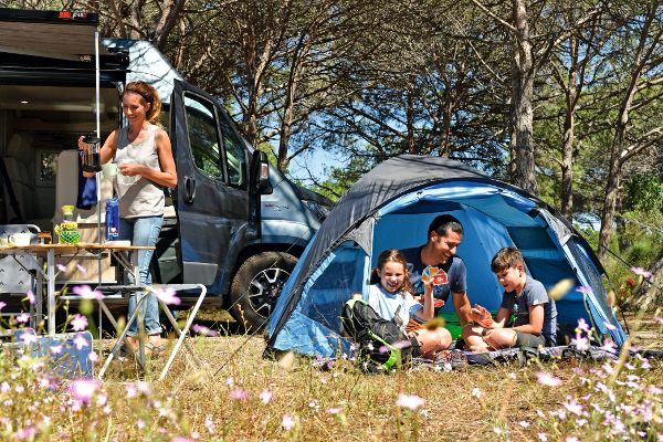 Camping und Zelten mit der Familie
