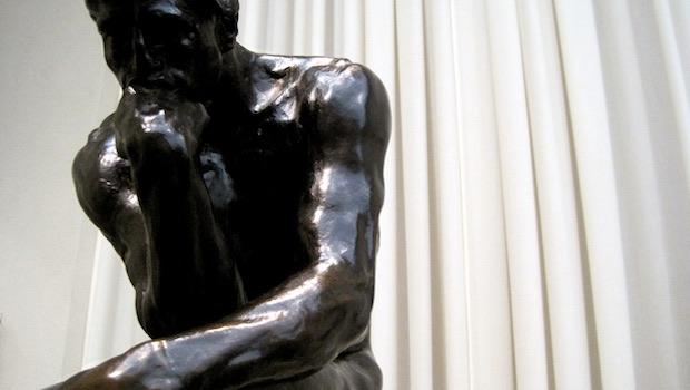 Denker Statue schwarz
