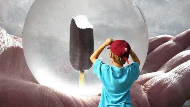 Junge und Eis
