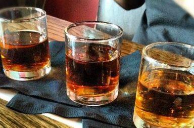 drei Gläser Whiskey