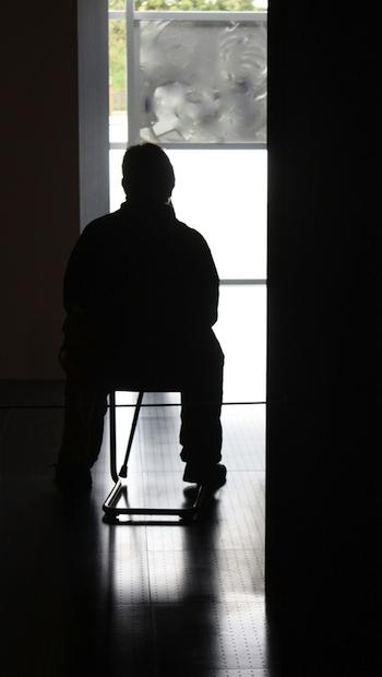 Etwas gegen Einsamkeit tun, heißt, nicht allein zu Hause sitzen