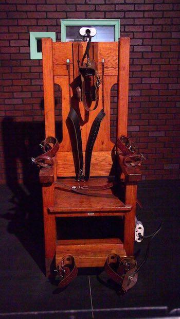 elektrischer Stuhl aus Holz