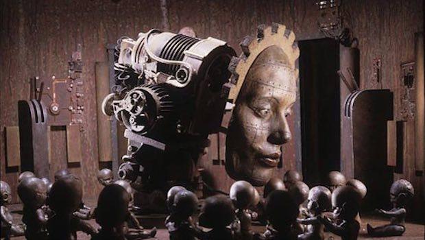 Frau Gesicht Gehirn Maschine