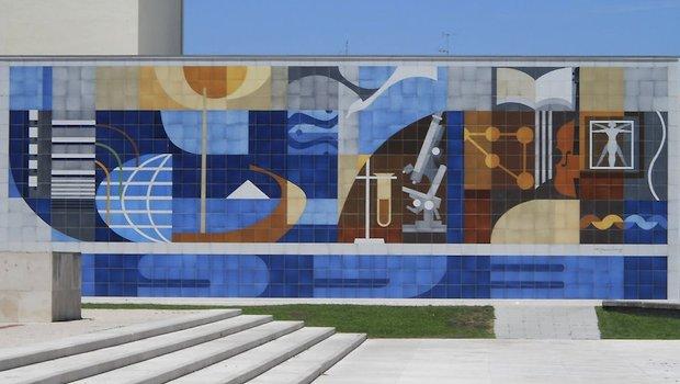 Kunst vor der Universität