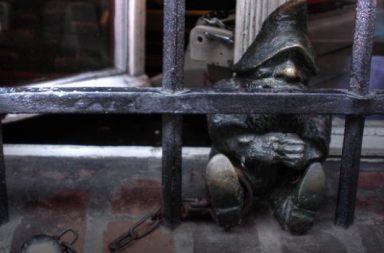 gefangener Zwerg, Skulptur