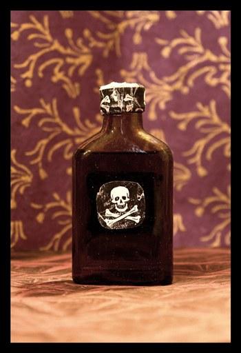 Flaschen mit Totenkopfzeichen