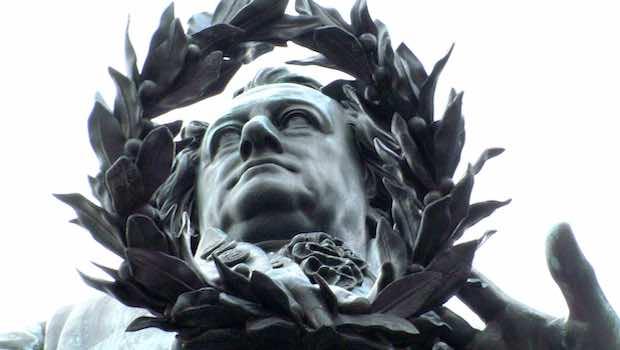 Goethe Statue Blaetterkranz