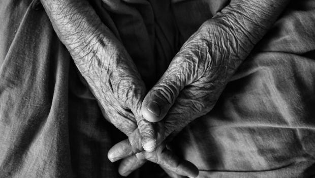 Hände alter Mensch