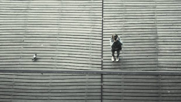 Holzboden Taube Mädchen Kamera
