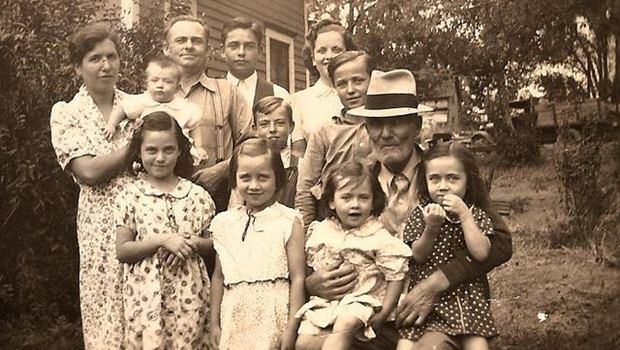 Altes Foto einer Großfamilie