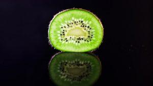 Kiwischeibe leuchtend grün