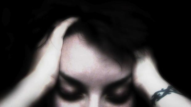 Person mit Kopfschmerzen
