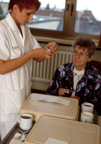 Krankenschwester bei der Arbeit