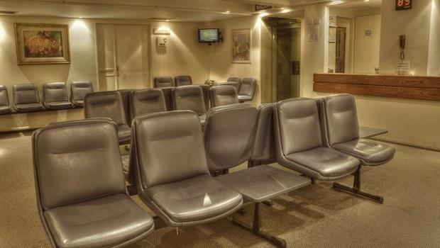 leeres Wartezimmer in Klinik