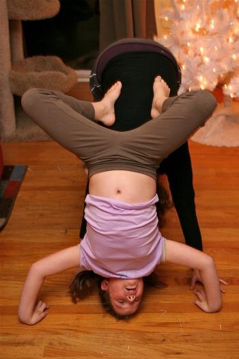Mädchen macht Yoga