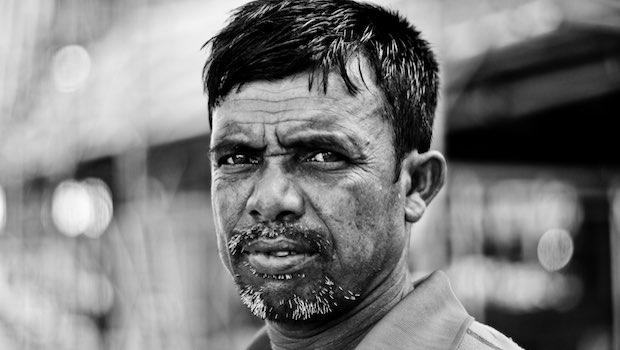Mann mit Bart, Arbeiter, Schwarz-Weiß Bild