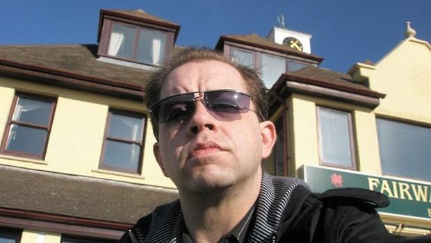 Mann mit Sonnenbrille, Gesicht