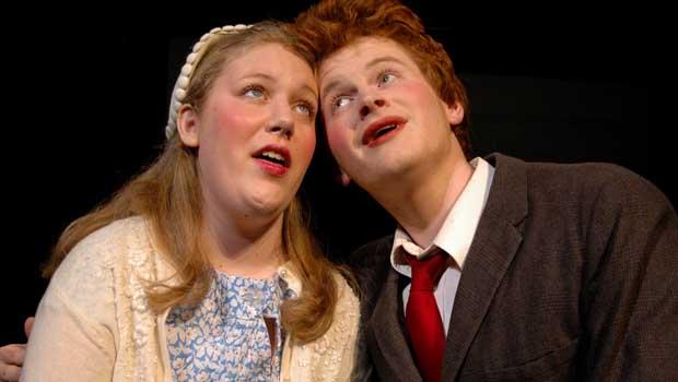 Mann und Frau singen gemeinsam