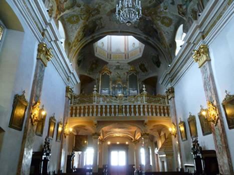 Kirche mit Orgelbühne
