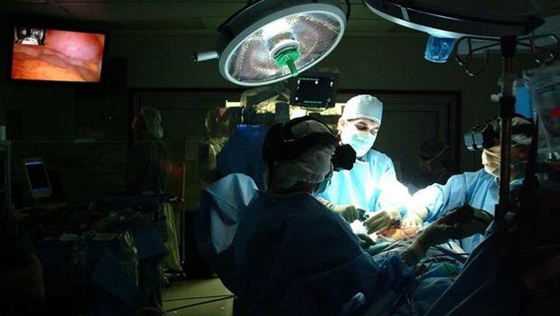 Operationssaal, Kittel und Mundschutz