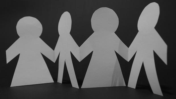 Papierschnitt einer Familie