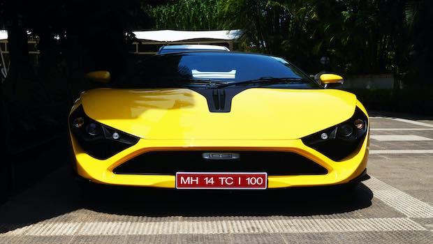 Rennauto gelb Frontansicht