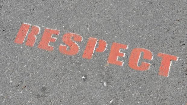 Respect Schriftzug auf Asphalt