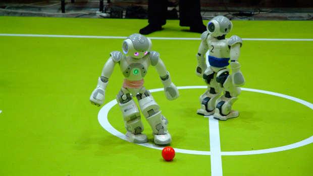 Roboter beim Ballspielen