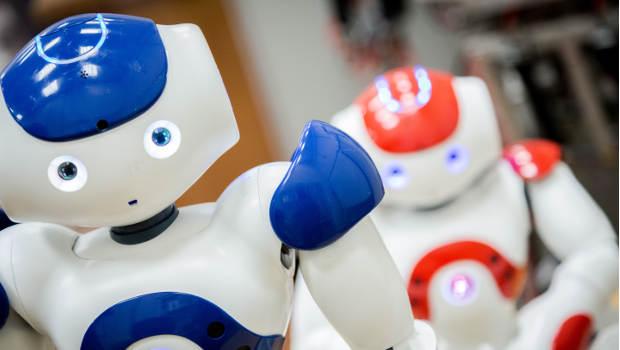 blauer und roter Roboter