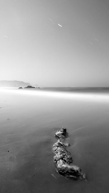 Nebel am Sandstrand bei Ebbe