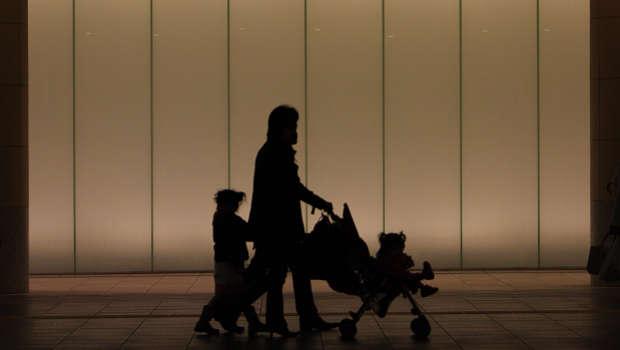 Schattenbild, Vater, Kind, Kinderwagen, Tunnel