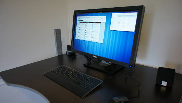 Schreibtisch mit Computer