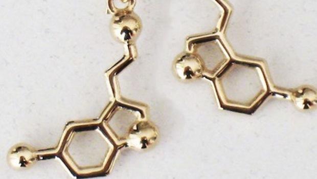 Serotonin-Molekül als Schmuck