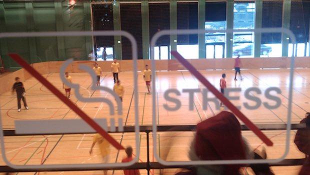 Sporthalle Mannschaft no Stress no Smoking Schilder