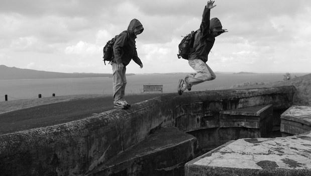 Springen über dem Abgrund