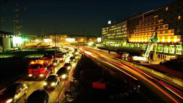 Stau Autobahn nachts LKW