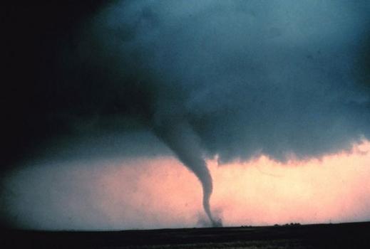Tornado über Feld