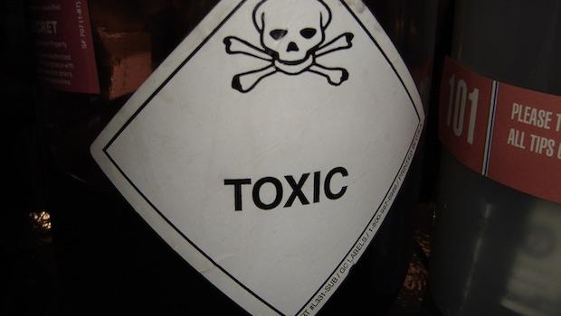 Toxic Flasche Totenkopf