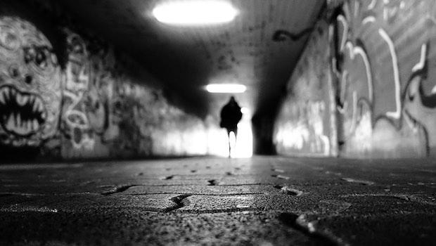 Tunnel Umrisse Mensch