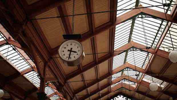 Bahnhofsuhr Dach