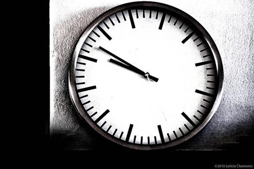 Uhr in schwarzweiß