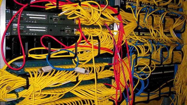 gelbe Kabelstränge