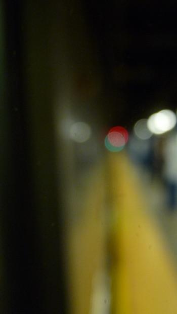 verschwommenes Bild gelber Streifen