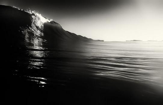 kleine Welle, schwarzweiß